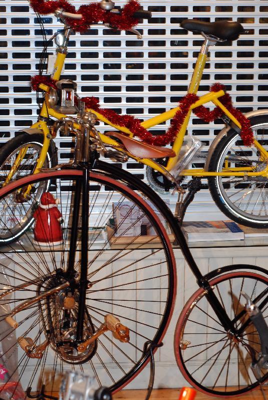 Cykelhist_-_nya_och_gamla_cyklar.jpg
