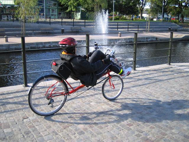 Mercy-cyklar-utmed-kanalen-.jpg